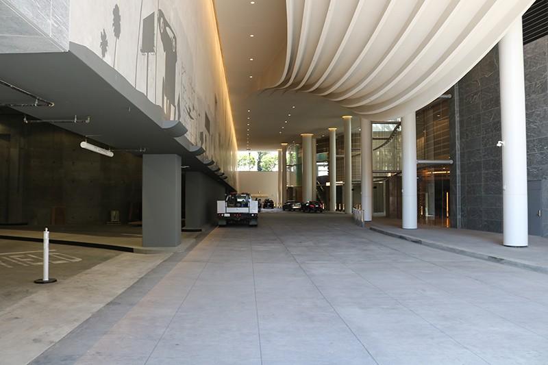15. Exterior 7th /Valet Entrance