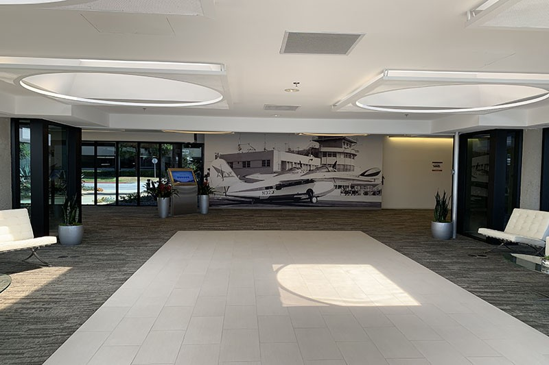 27. Lobby