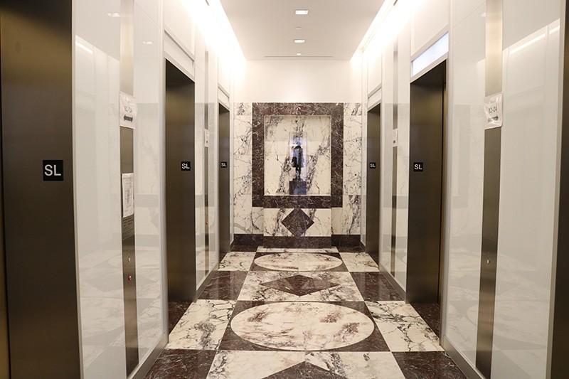 23. Sixth Floor Lobby
