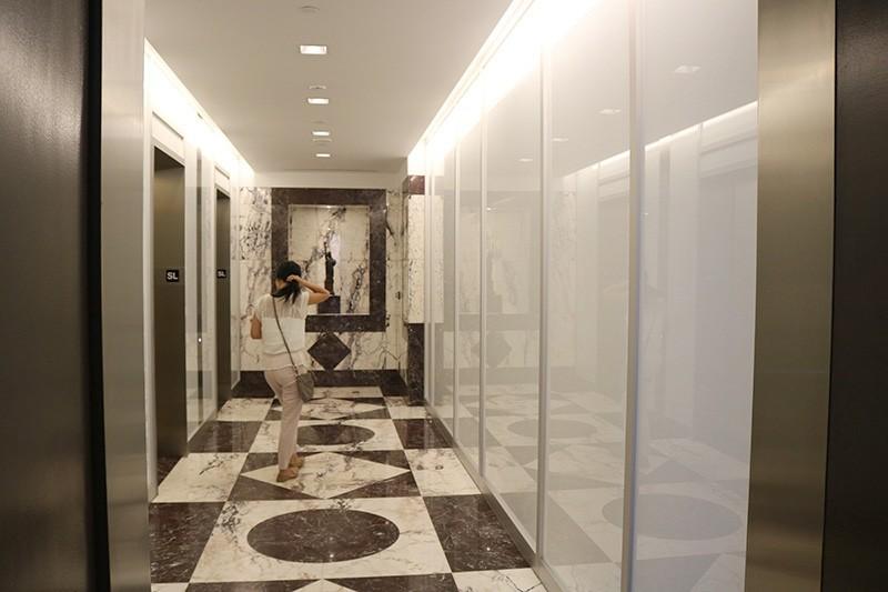 24. Sixth Floor Lobby