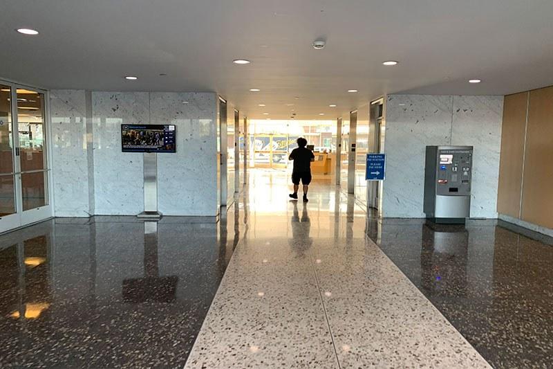 54. Lobby 4676 Bldg