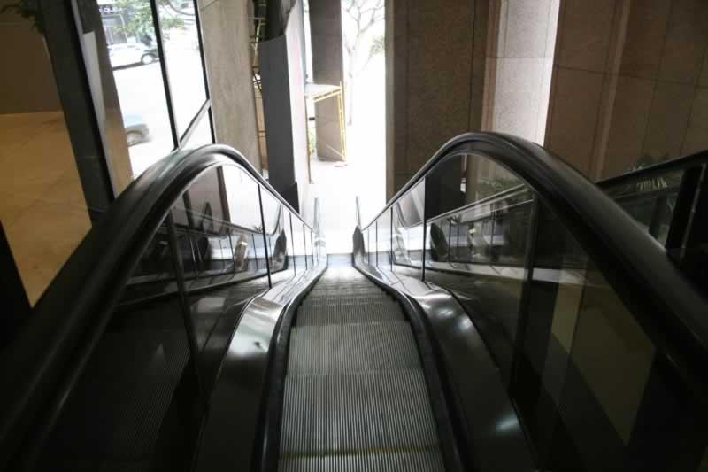 8. Escalator