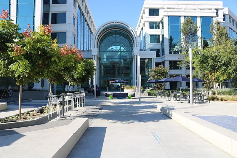 40. Plaza